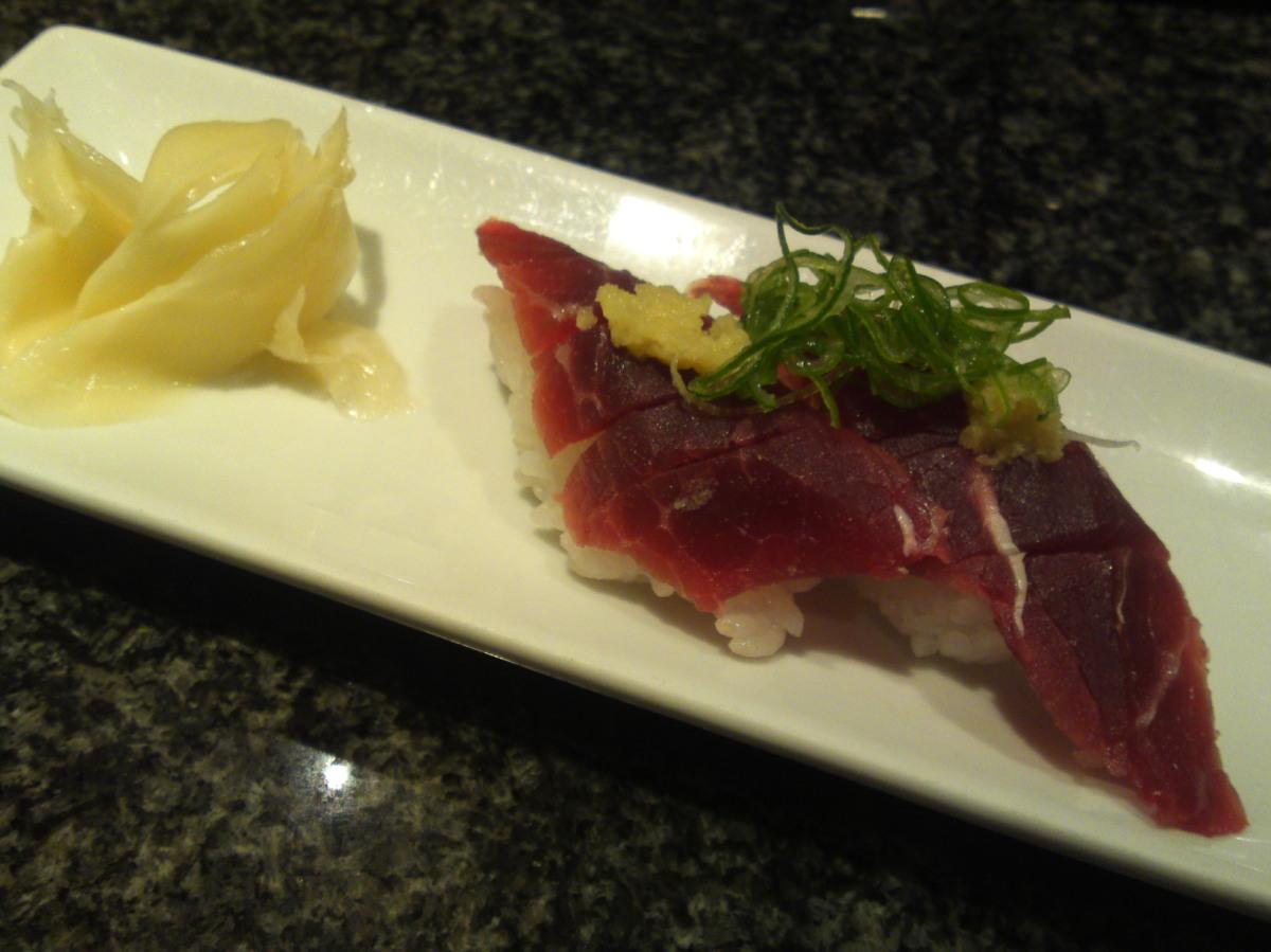 Restaurant de Sushi: Baleine et autres au Restaurant Ouogashi Sushi dans Asty, Ville de Shizuoka!