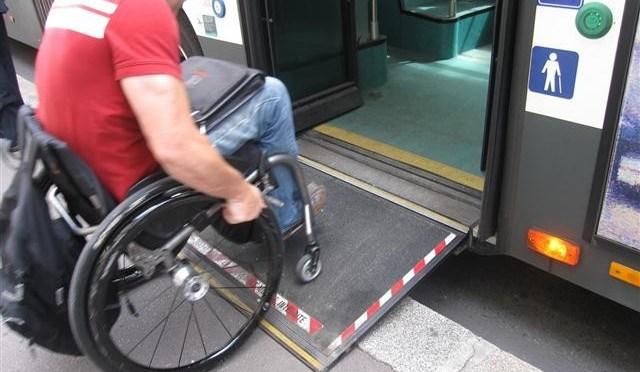 Guide de la Préfecture de Shizuoka pourpersonnes à mobilité réduite: Gares et lignes Ferroviaires