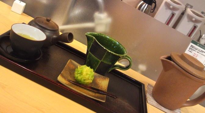 ThéVert De Shizuoka et Wagashi ( Gâteaux Végétaliens Japonais) dans la Gare de Shizuoka:KIssa Issa Tea Café!