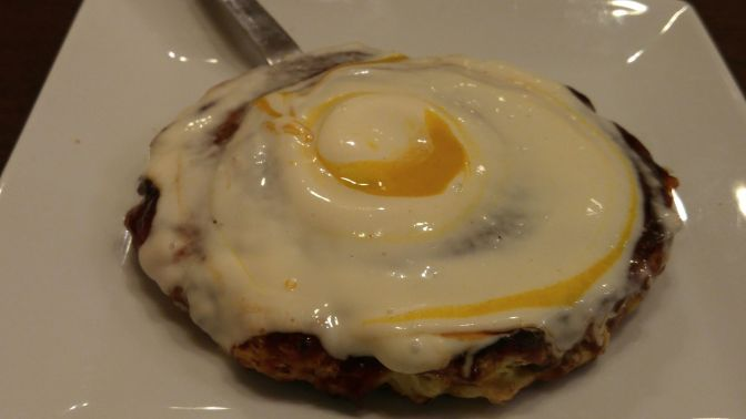 Okonomiyaki, Style Osaka: Restaurant Tonbo dans la Ville de Shimada!