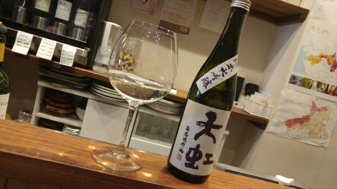Dégustation de saké de Shizuoka: Brasserie Suruga-Tenko Junmai Dai Ginjo Muroka Genshu (Faite à La Sommelière dans la Ville de Shizuoka)