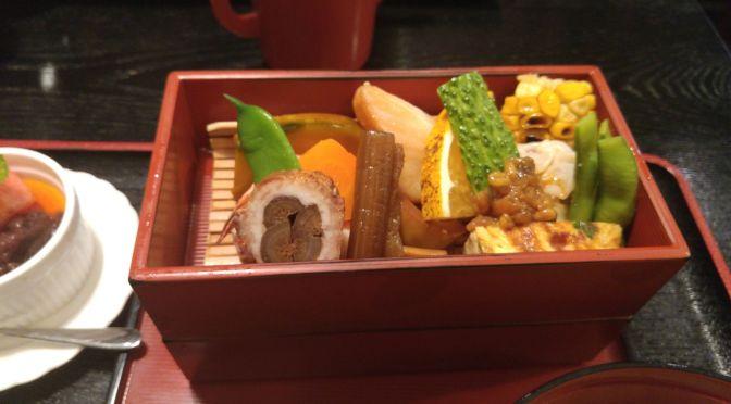 Déjeuner Bento au Meshiya Mizu á Shuzenji, Ville d'Izu, Péninsule d'Izu, Préfecture d'Izu!